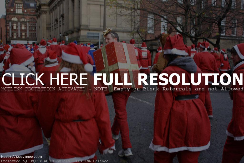 santa run1 More Than 8,000 Runners at Liverpool Santa Dash 2011