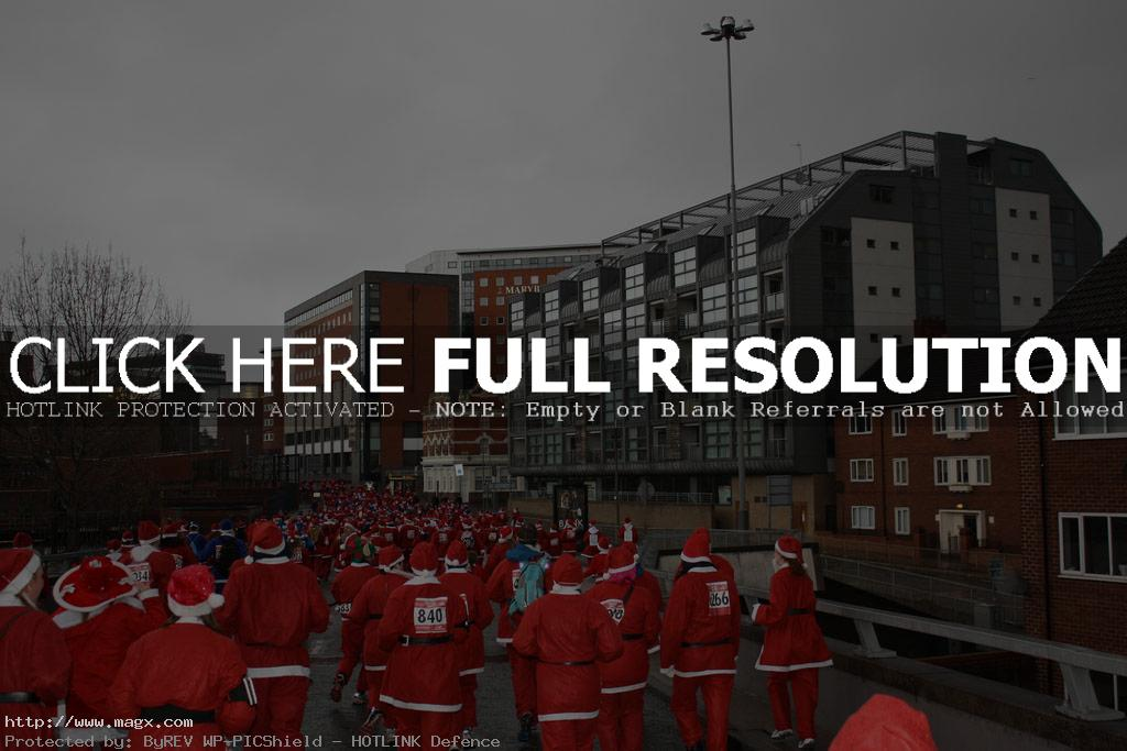 santa run4 More Than 8,000 Runners at Liverpool Santa Dash 2011