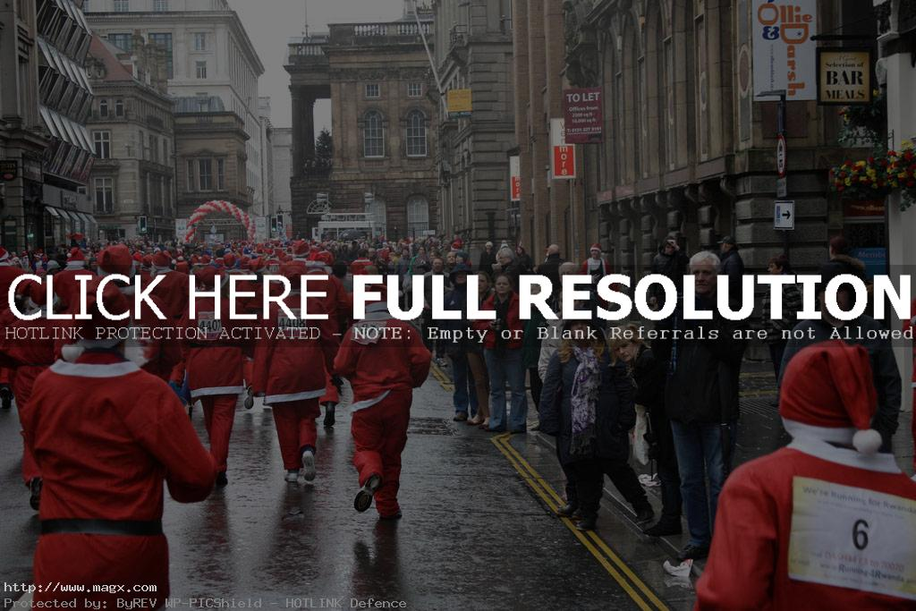 santa run5 More Than 8,000 Runners at Liverpool Santa Dash 2011