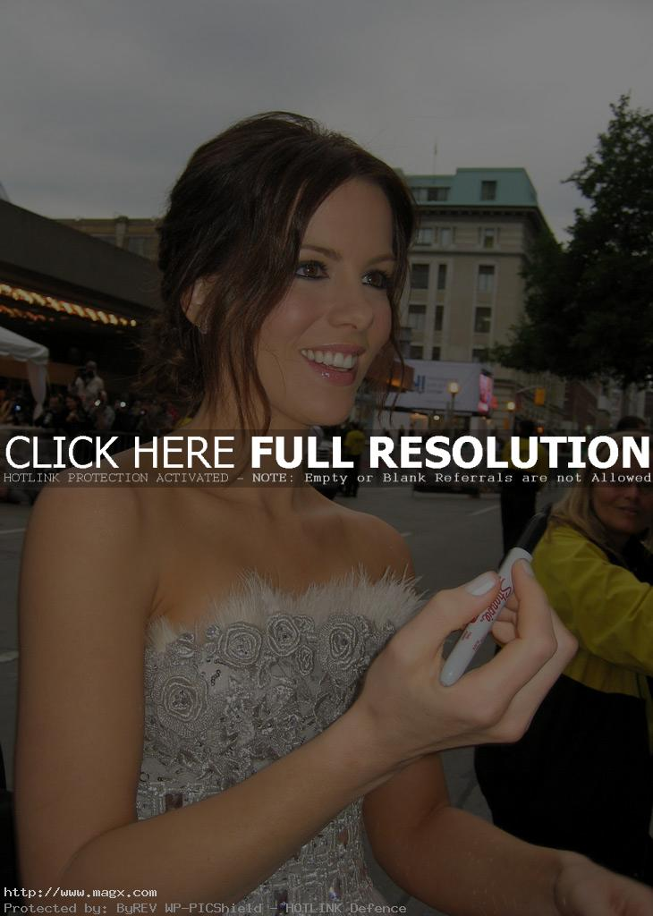 kate beckinsale5 Attractive Kate Beckinsale Looks Glamorous