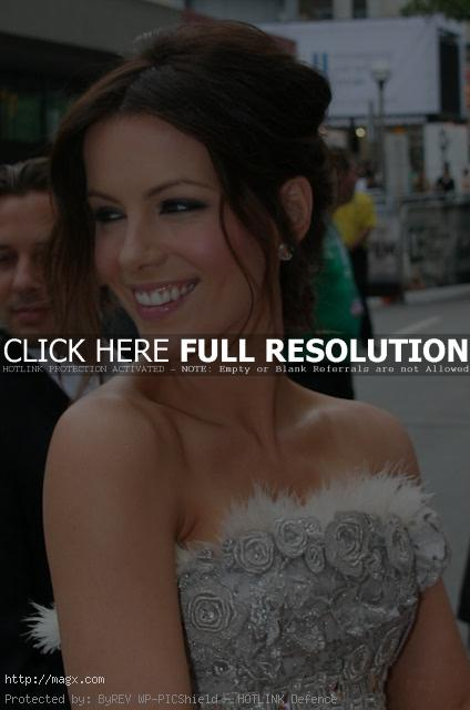 kate beckinsale6 Attractive Kate Beckinsale Looks Glamorous