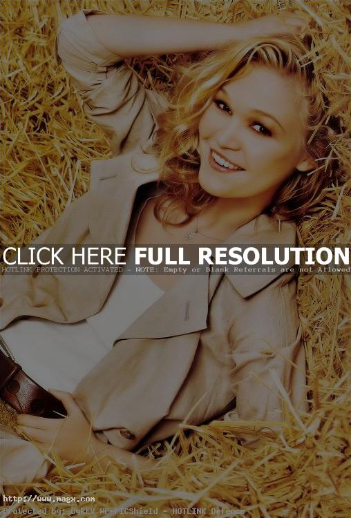 julia stiles2 Julia Stiles Laying in Hay