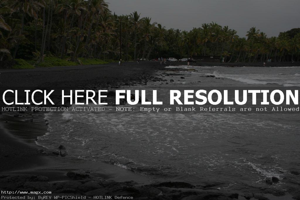 black beach7 Panuluu Hawaiian Black Sand Beach